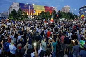 Zeci de mii de români s-au adunat din nou sâmbàtà, 11 august 2018, la Bucuresti, pentru a protesta contra politicii guvernului