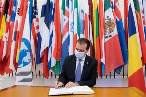 România a depus patru solicitări pentru a deveni membru al OCDE: în aprilie 2004 şi în noiembrie 2012, în 2016 şi 2017.