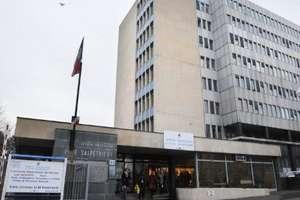 Spitalul Pitié Salpétrière din Paris, ca multe altele din sistemul public, duce lipsà de mijloace financiare iar echipele sunt surmenate
