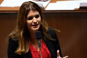 Marlène Schiappa, ministra delegatà la etàtenie, va orchestra campanie de comunicare la adresa tinerilor pentru a-i atrage la urne.