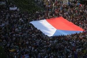 Sute de mii de oameni au iesit în strada în Praga pentru a cere demisia premierului Andrej Babis, banuit de frauda cu fonduri europene.