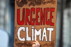 Tineri protesteaza în cadrul unei greve scolare intitulate «Friday For Future/ Vinerea pentru Viitor», în fata Ministerului Tranzitiei Ecologice, Paris, 15 februarie 2019.