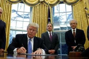 Tratatul de liber-schimb nord-american a încurajat vânzarile de autoturisme mexicane în Statele Unite si a eliminat barierele vamale si tarifare pentru foarte multe produse de baza