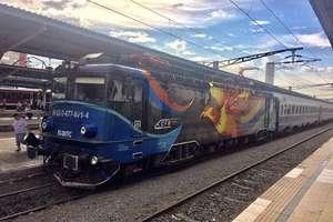 """Studenții denunță """"inconsecvența decizională"""" a Guvernului PSD - ALDE. Llimitarea numărului de călătorii pe care studenții le pot face gratuit cu trenul este o măsură nefondată, arată ANOSR."""