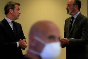 Olivier Véran, ministrul francez al Sànàtàtii, si ex-premierul Edouard Philippe, în cursul unei reuniuni consacrate crizie sanitare, 25 mai 2020.