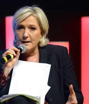 Candidata Frontul National, Marine Le Pen vorbeste despre programul sau economic la sediul Medef in Paris, 28 martie 2017