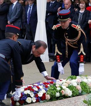 François Hollande, presedintele Frantei, a depus o jerbà de flori în memoria victimelor terorismului, 19 septembrie 2016