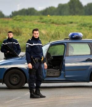 Jandarmi blocheazà accesul spre tabàra de nomazi din Roye unde a avut loc incidentul dramatic