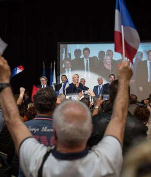 Marine Le Pen în miting la Ajaccio pe 8 aprilie 2017