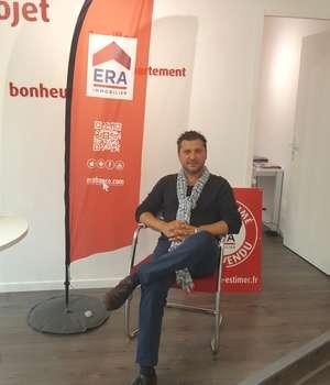 Dragos Dima, într-una din agentiile sale imobiliare din Lyon