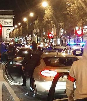 Manifestatie de politisti pe Champs-Elysées în noaptea de 17 spre 18 octombrie 2016