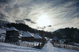 38 de case nu au curent electric doar în cătunul Cornățea, județul Maramureș. Foto: Andrei Becheru
