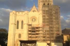 Catedrala de la Saint-Denis în fata càreia s-a derulat timp de douà zile sàrbàtoarea insurectiei tiganilor din 1944