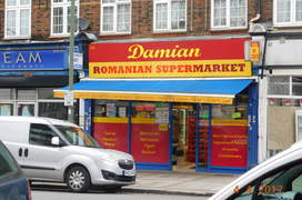 Magazinele românești vând atât produse tradiționale cât și produse destinate publicului mai larg, ca acesta din Hendon