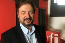 Cristian Pîrvulescu in studioul de inregistrari RFI Romania