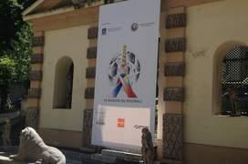 Casa fotbalului în incinta ambasadei României din Franta - vedere din gràdinà