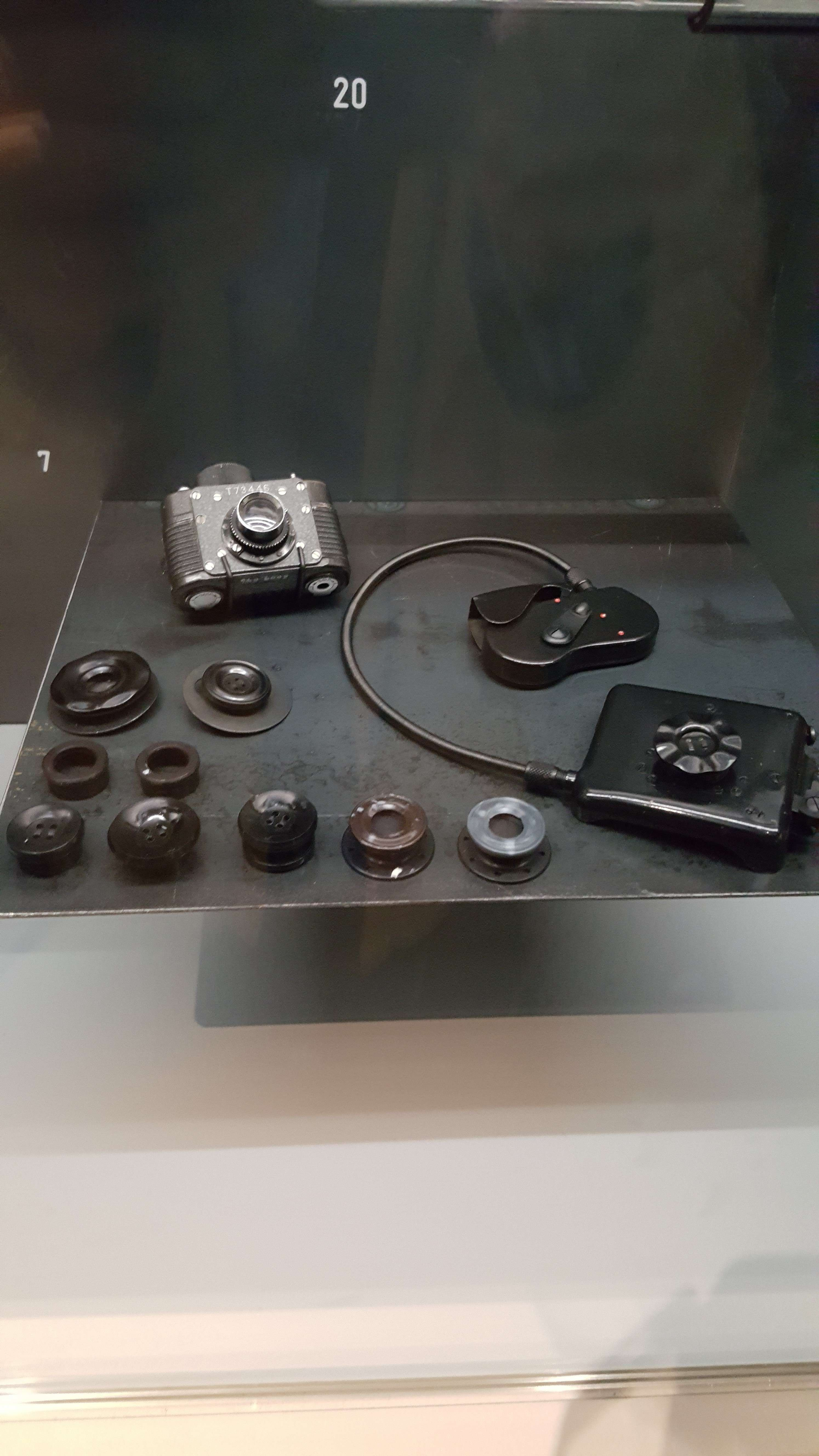 Aparat foto miniaturizat F-21 folosit de KGB