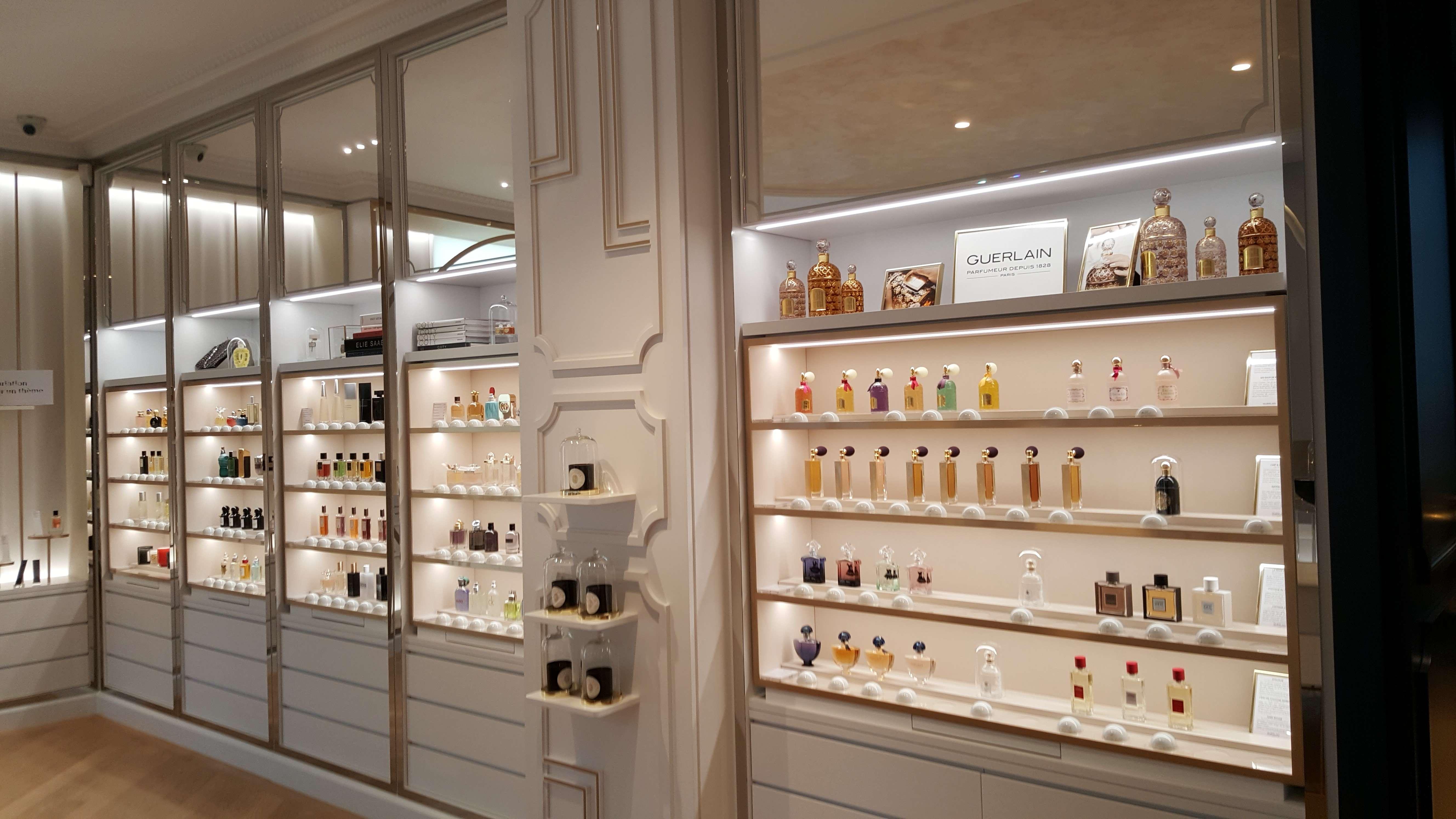 Magazinul de parterul Marelui muzeu al parfumului