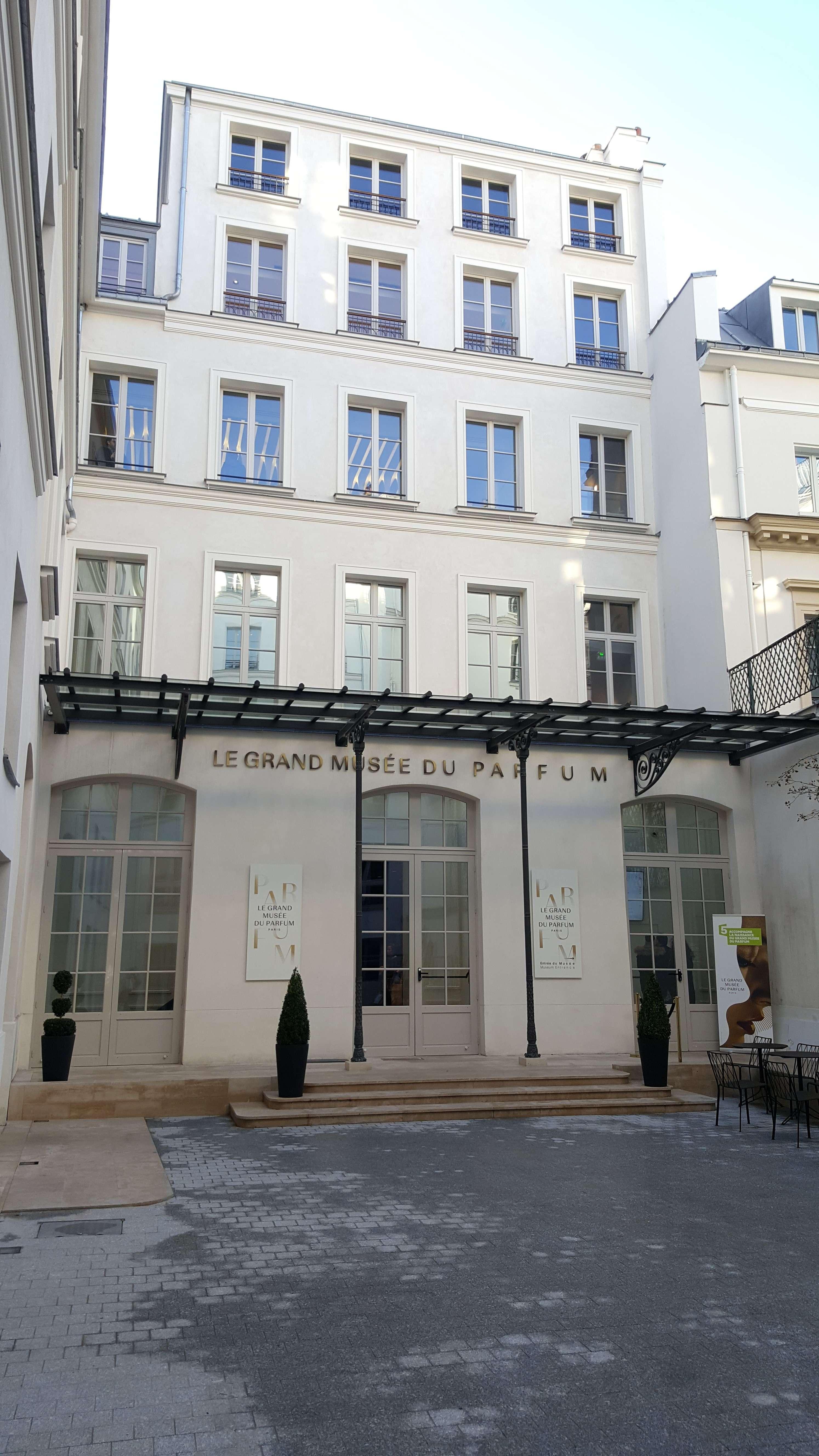 Fatada exterioarà a Marelui muzeu al parfumului