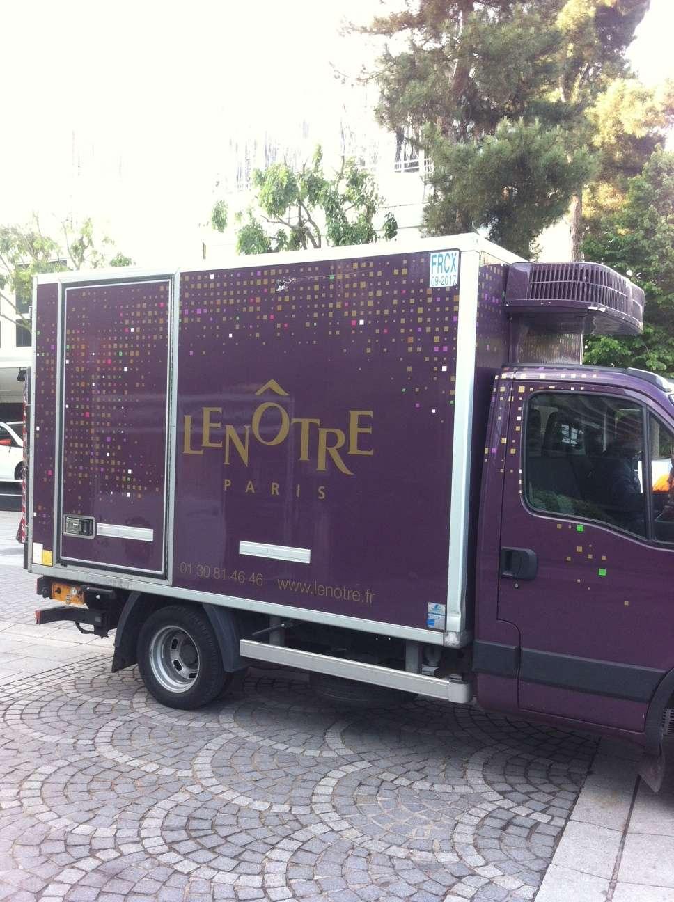Un camion al firmei Lenôtre, unul dintre cei 4 prestatari gastronomici de la Roland Garros