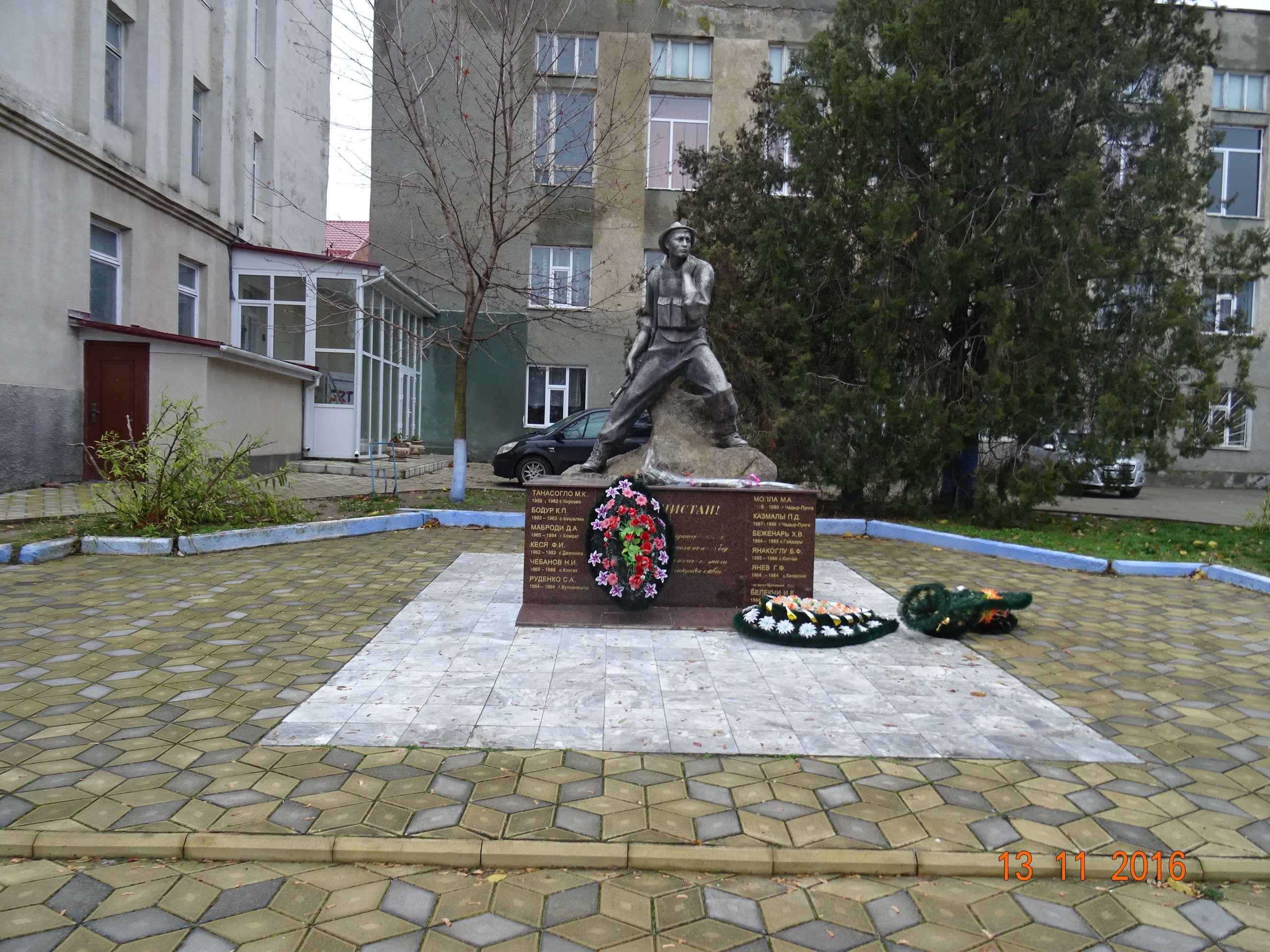 Valorile moștenite din vremea URSS sunt foarte puternice, după cum o dovedește și monumentul găgăuzilor căzuți în războiul din Afganistan (1979 - 1989)