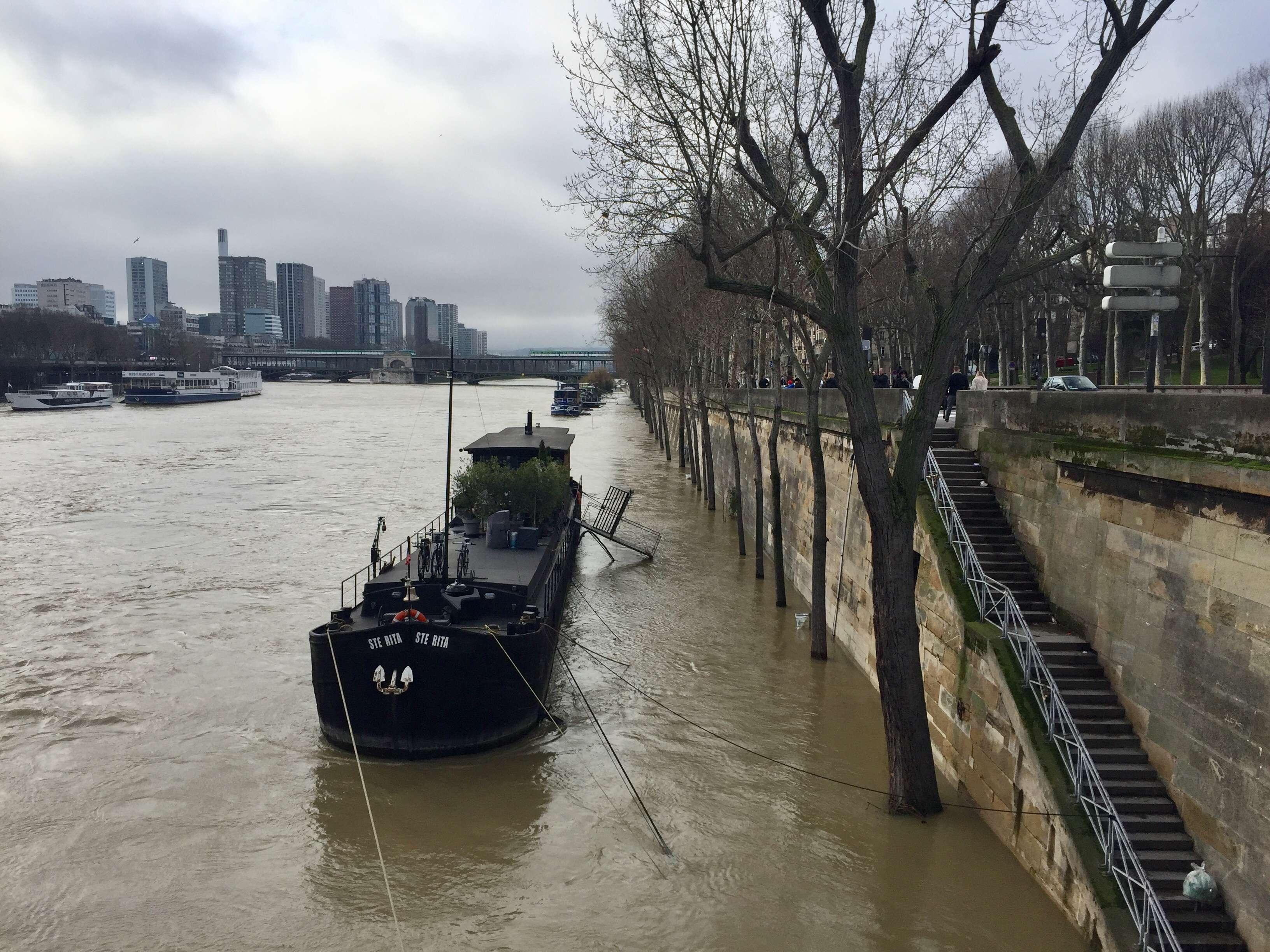 Unii proprietari de penise au fost evacuati de pompieri
