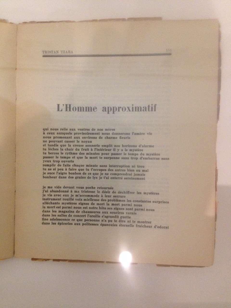 """Prima paginà a poemului lui Tristan Tzara intitulat """"Omul aproximativ"""", titlu preluat si de expozitia de la MAMCS"""