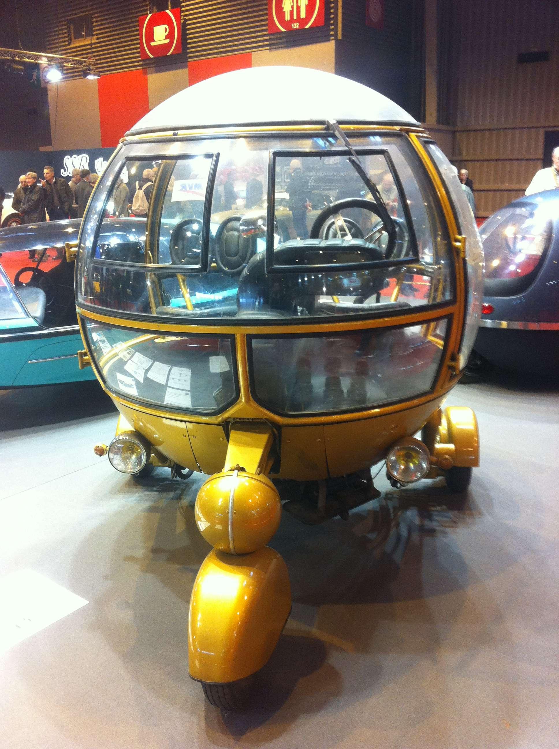 Automodule, masinà sfericà parcà iesità dintr-un film SF
