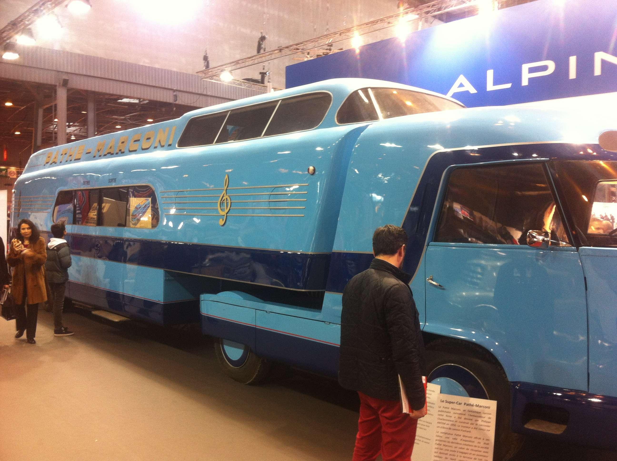 Camion publicitar unic în lume, comandat în 1950 de Pathé Marconi; la bord e o salà de expozitie, bar si lift ca sà ajungi pe acoperis!