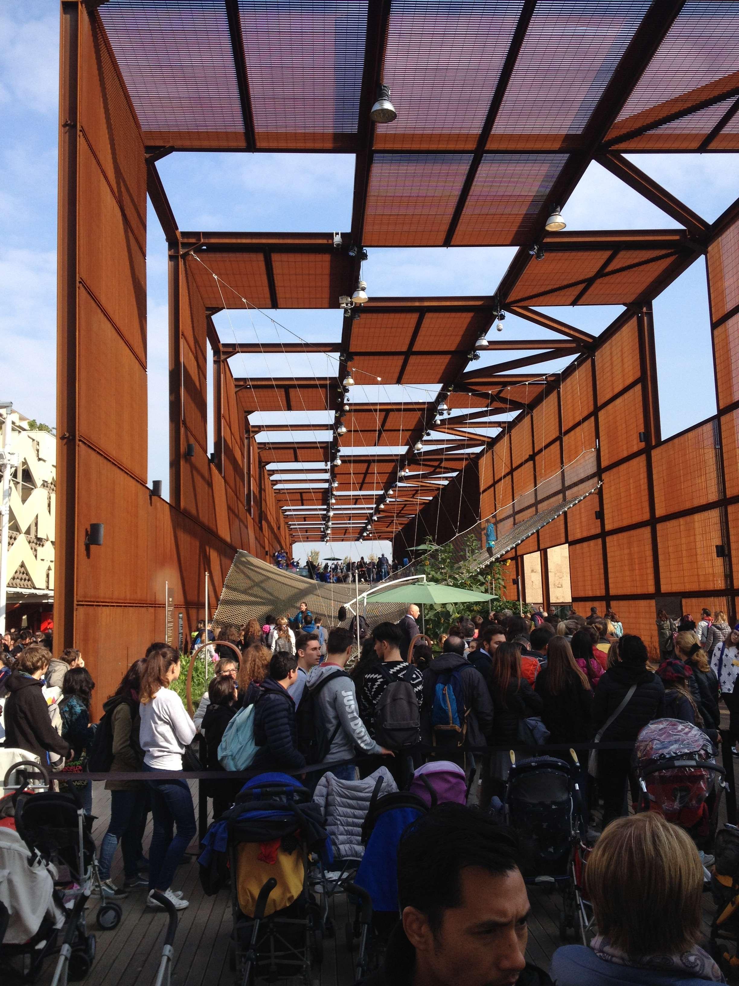 Pavilionul Braziliei, unul dintre cele mai vizitate gratie plasei sale suspendate