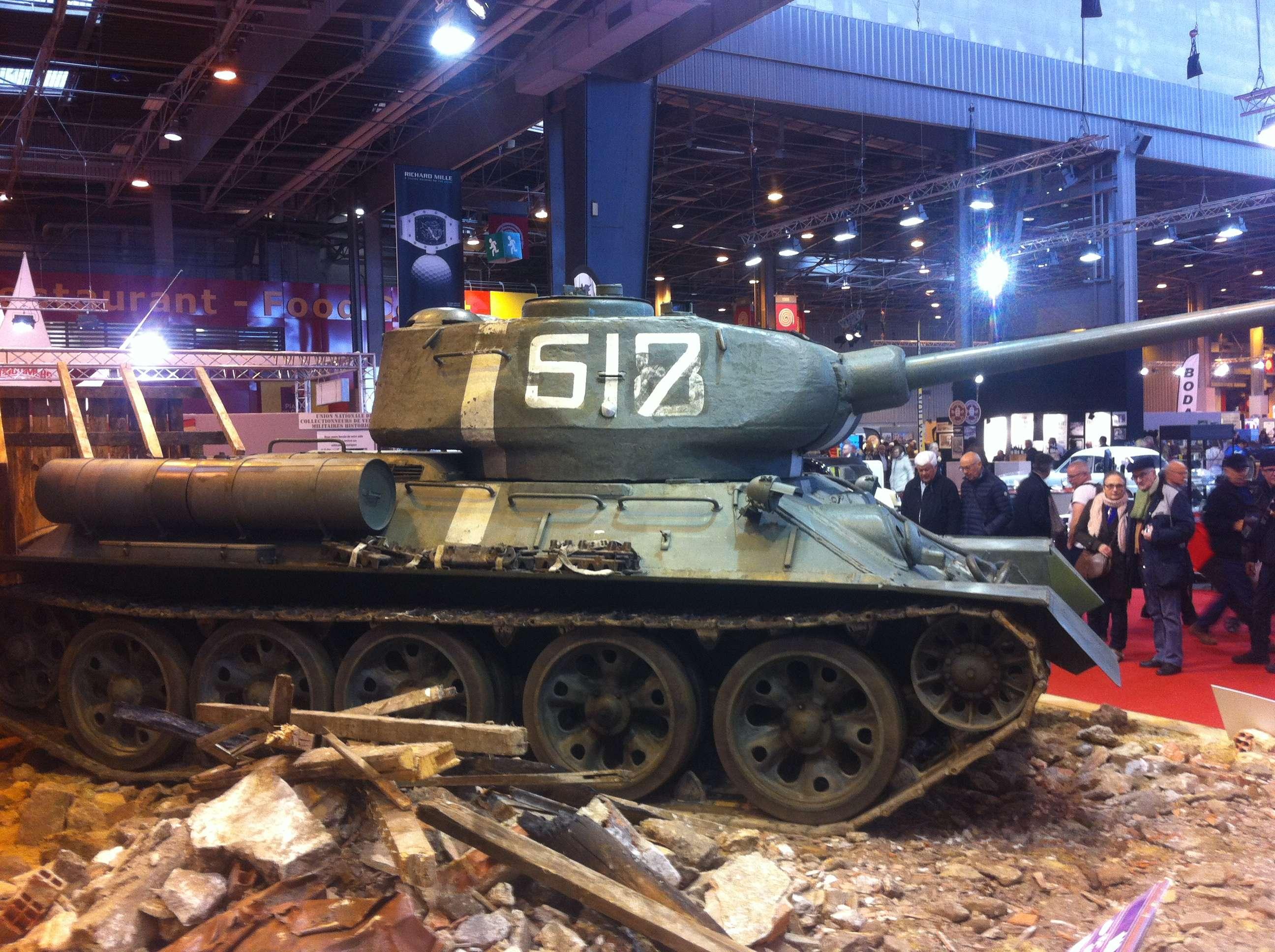 Legendarul tanc sovietic T34, 30 de tone, 40 km/h, autonomie 450 km