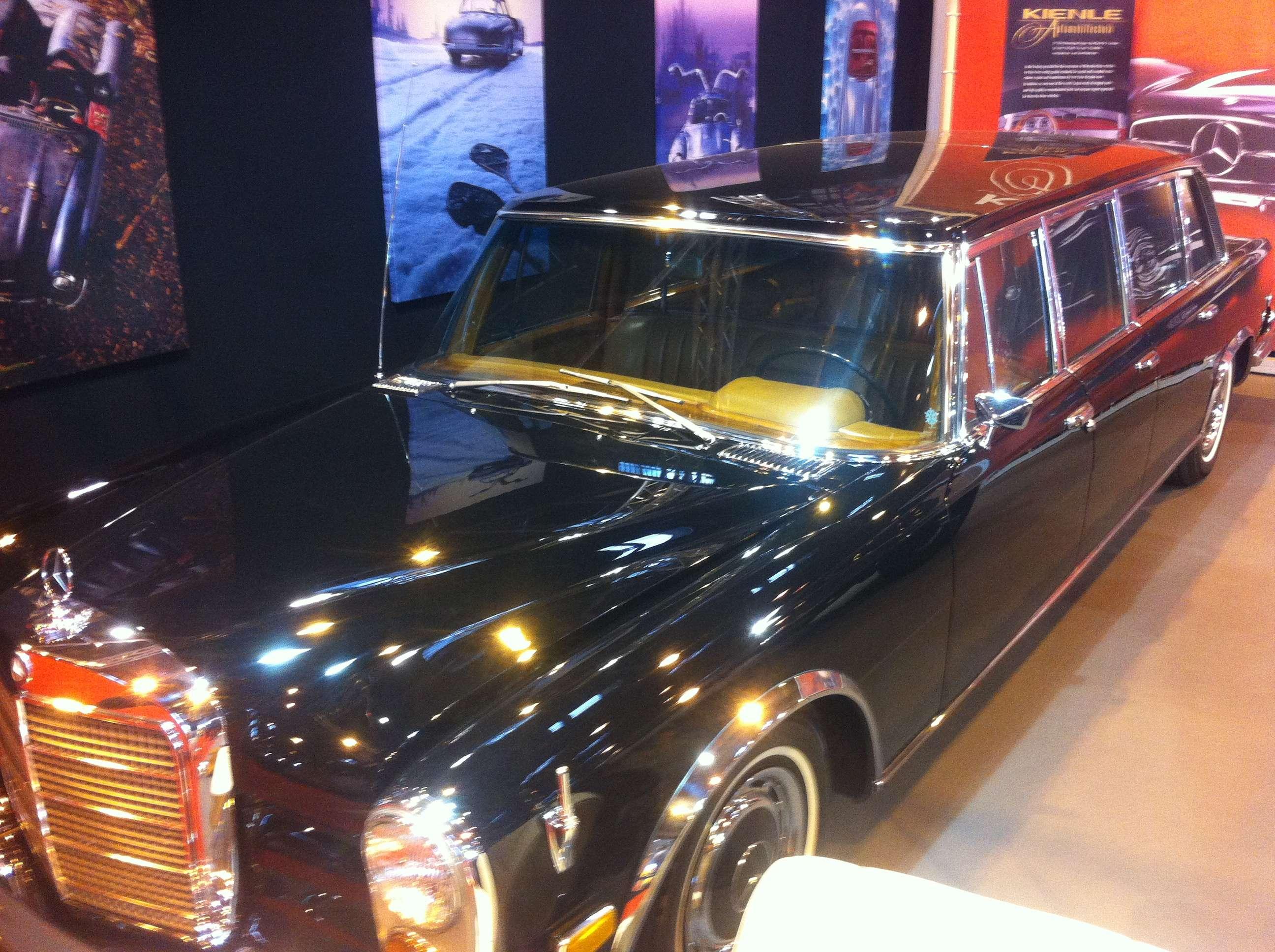 Mercedes-Benz 600 Pullman, precursorul màrcii Maybach, a fost cumpàrat de Papi si celebritàti precum Elizabeth Taylor, Coco Chanel si John Lennon
