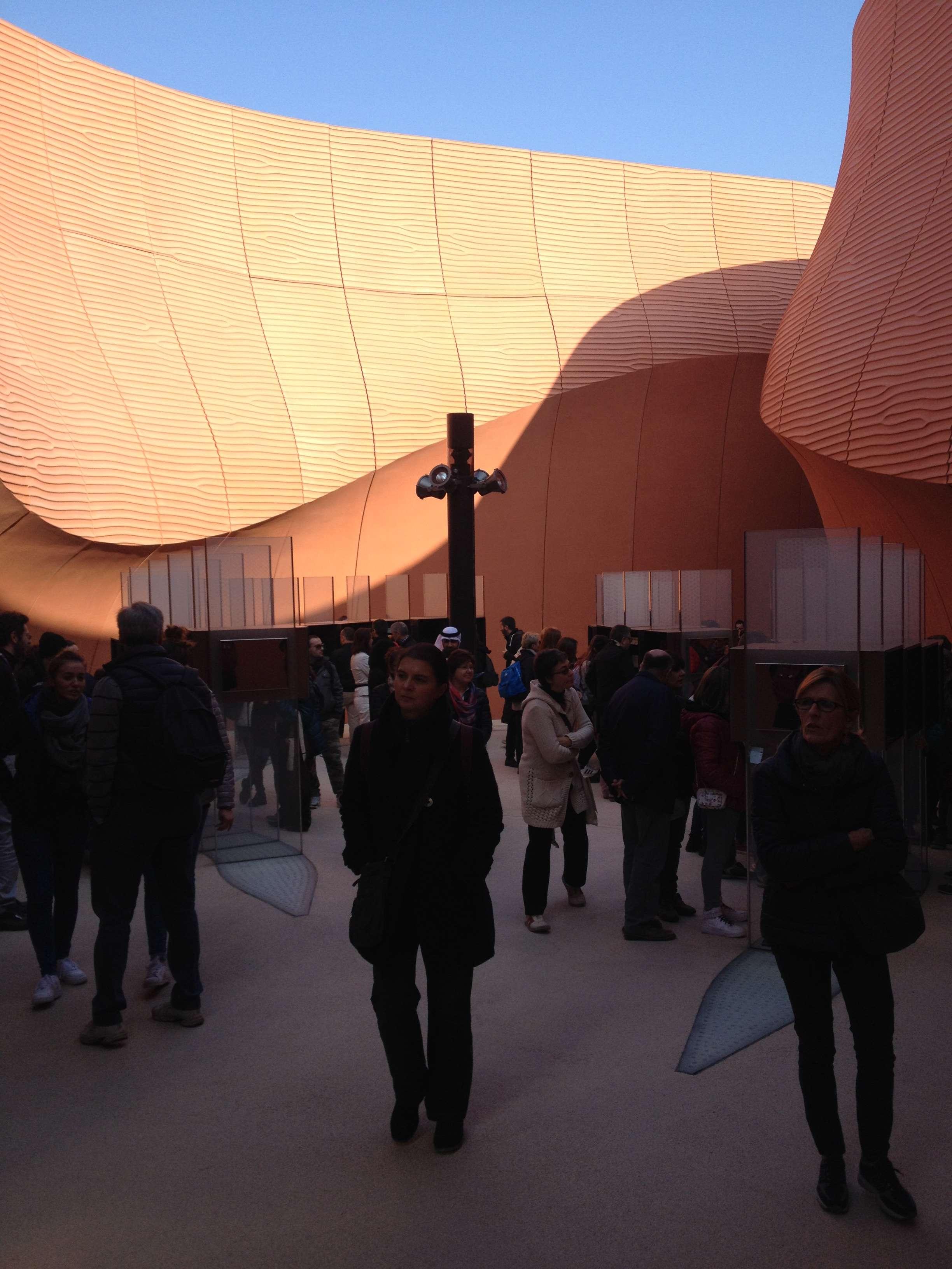 Pavilionul (superb) al Emiratelor arabe unite proiectat de Sir Norman Foster