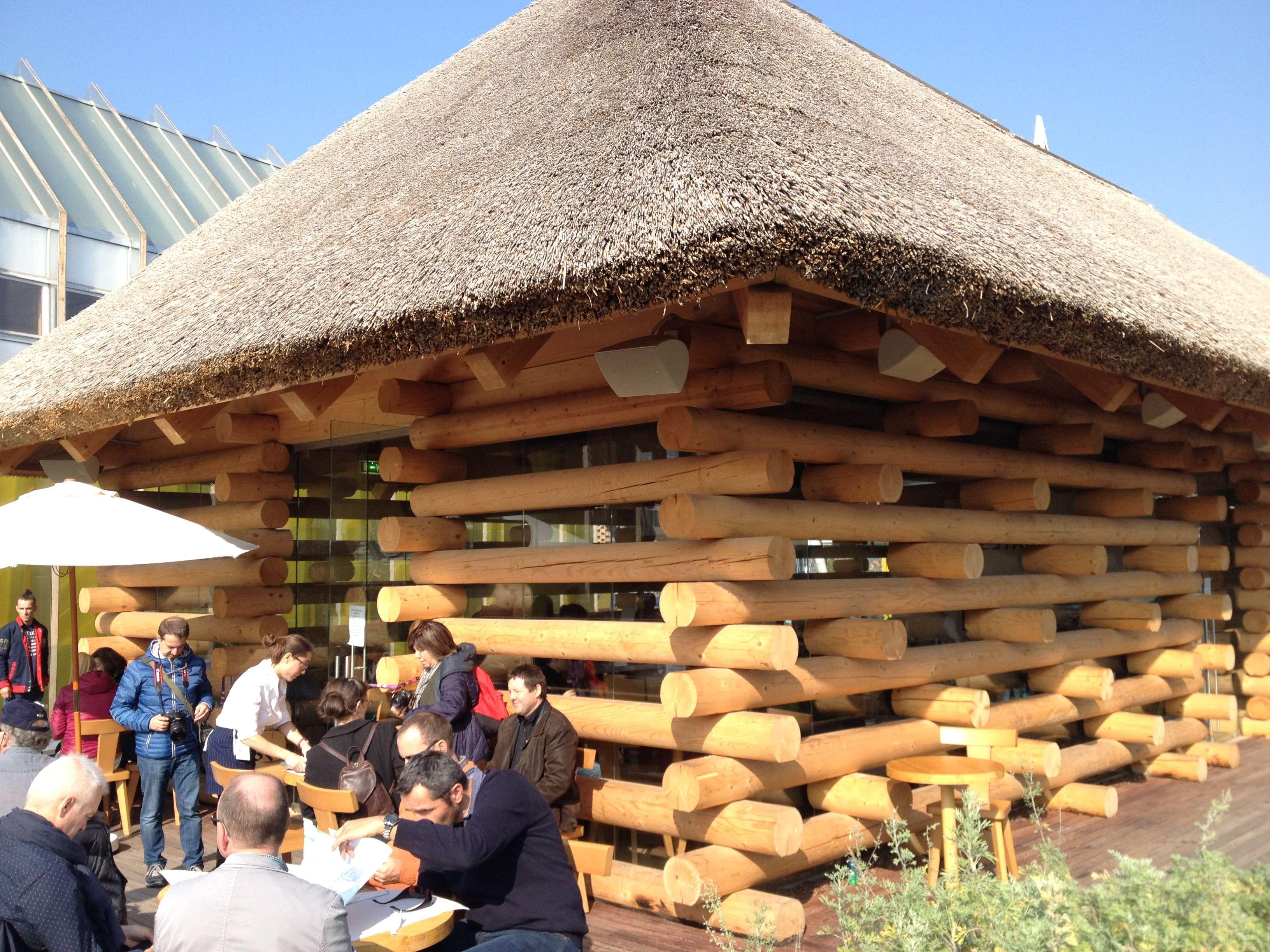 Restaurantul si terasa sa de la pavilionul României