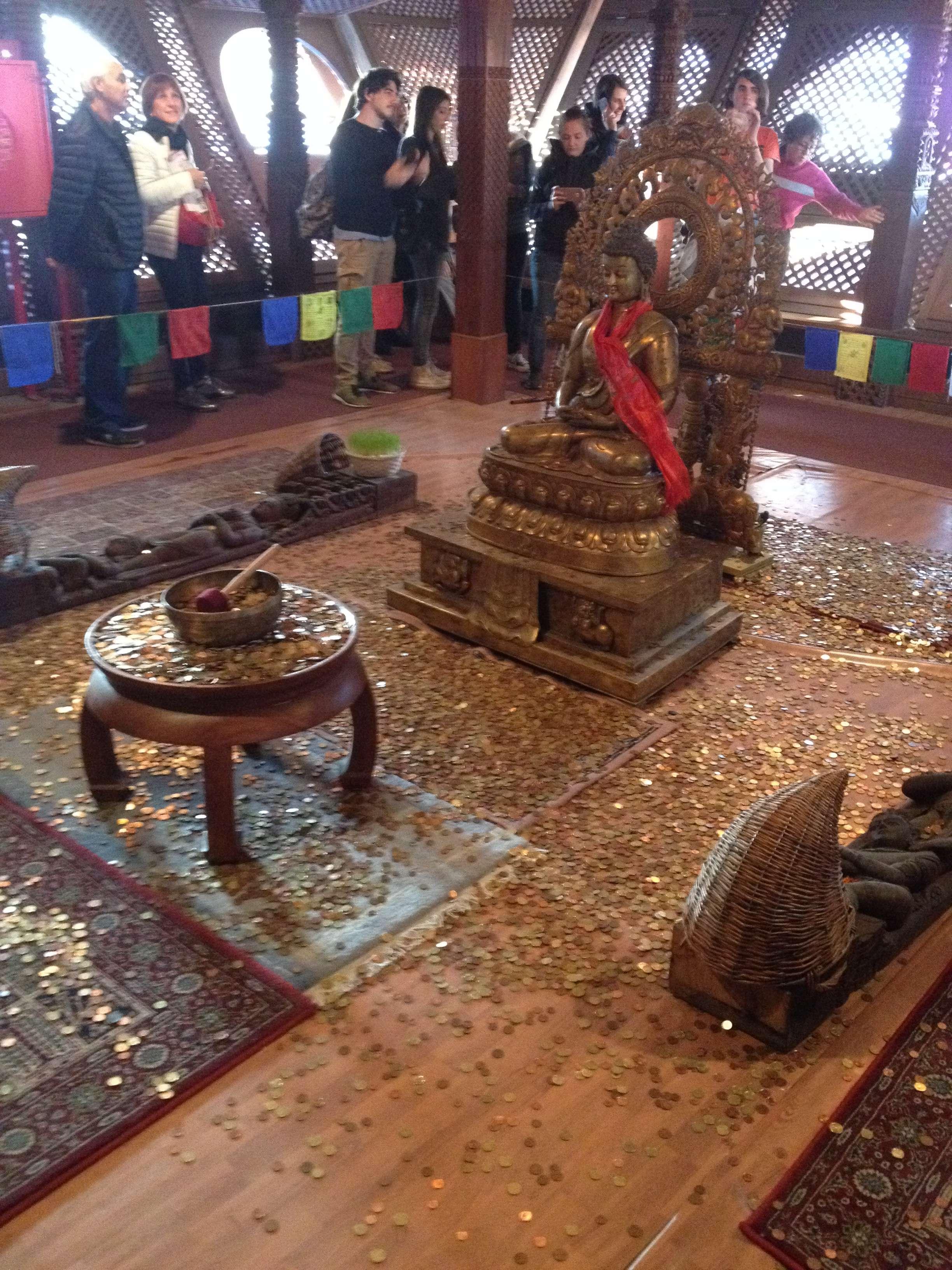 Interiorul teplului nepalez de la Expo 2015