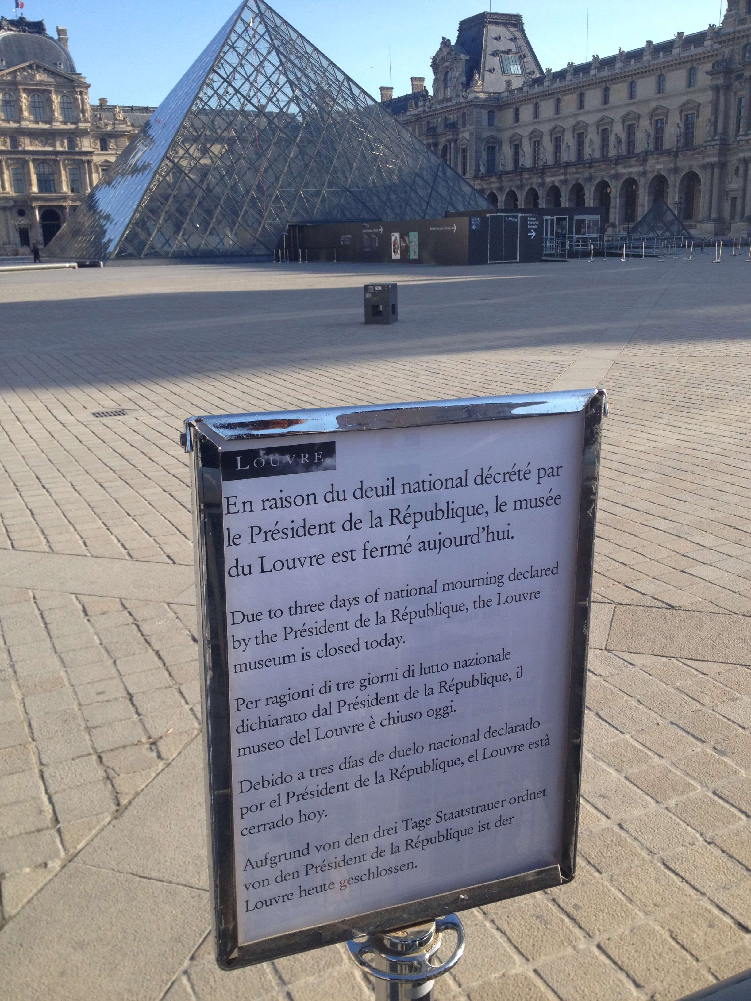 Zi de doliu = zi închisà la Luvru