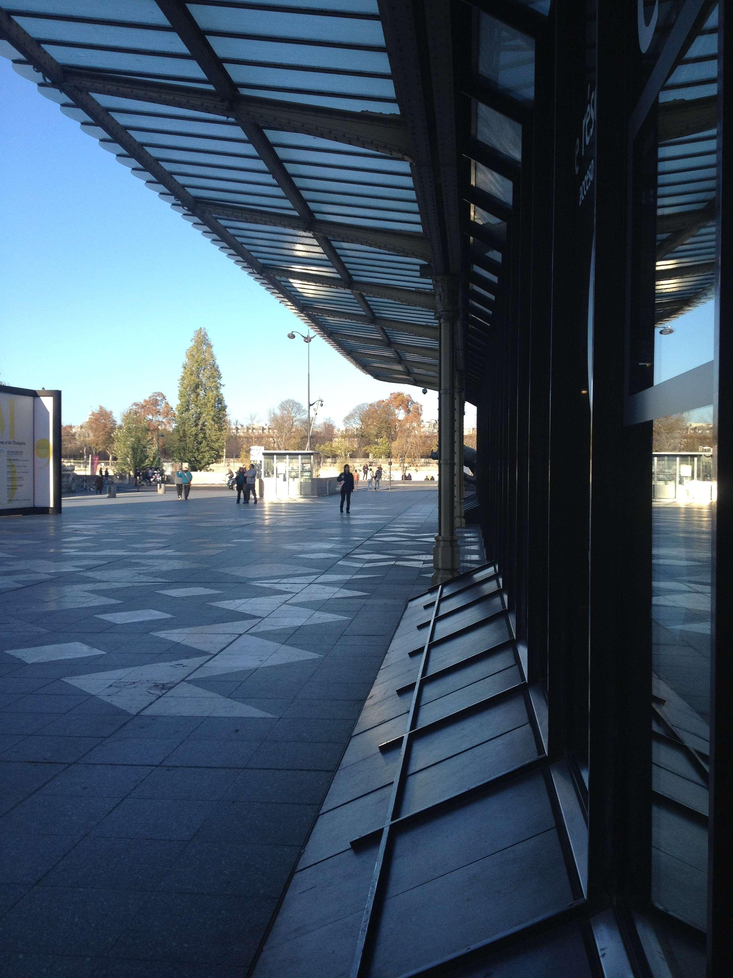 Aici de obicei stau sute de oameni la coadà ca sà intre la Musée d'Orsay