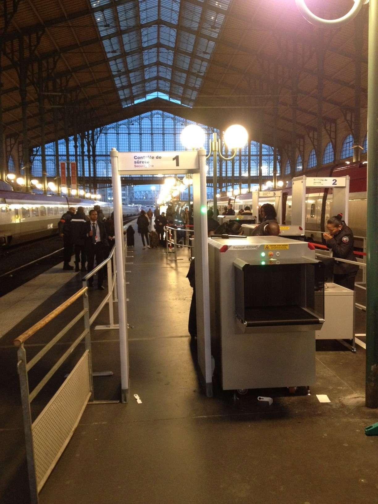 Ca în aeroporturi, bagajele pasagerilor din Gara de nord sunt trecute la scanner