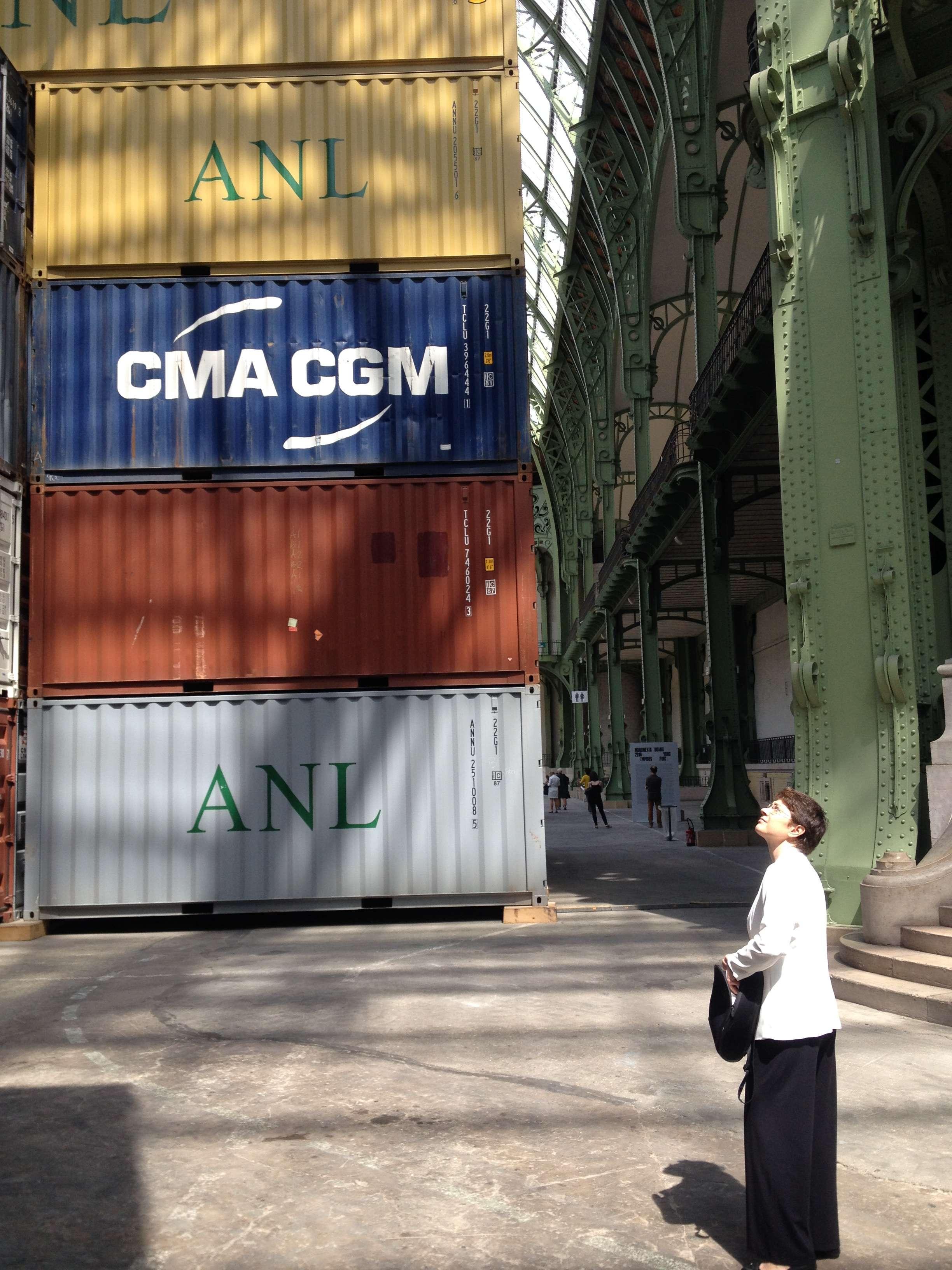 Opera lui Huang Yong Ping atinge aproape 30 de metrii înàltime si cântàreste circa 980 de tone!