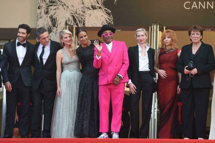 Regizorul american Spike Lee si juriul sàu pentru editia a 74-a a Festivalului de la Cannes.