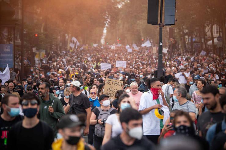 180 de manifestatii împotriva pasaportului sanitar au avut loc în acest week-end în Frant. Aici pot fi vazuti protestatarii din Paris, 31 iulie 2021.