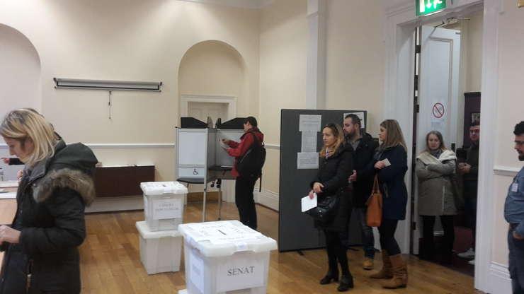 Votare la secția Londra Stratford