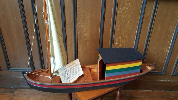"""Macheta lui """"Le Botin""""; barca-atelier a lui Charles François Daubigny va fi refàcutà la initiativa municipalitàtii din Auvers-sur-Oise"""