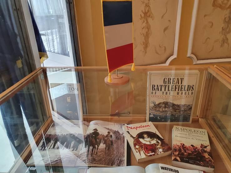 O altà vitrinà din expozitia de carte Napoleon de la BMN.
