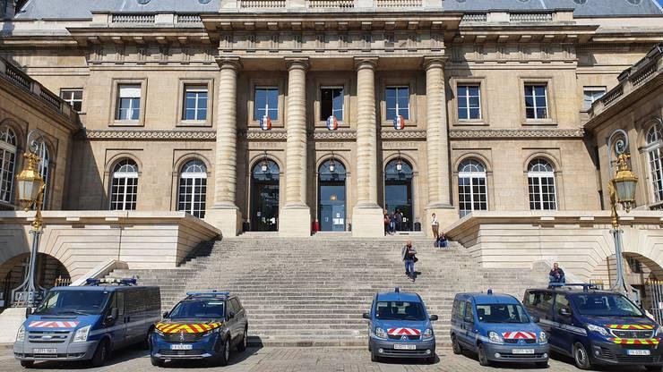 Intrarea principalà în palatul Justitiei din Paris.