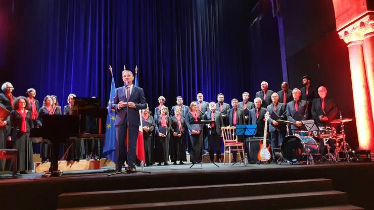 Luca Niculescu, ambasadorul României în Franta si gazda concertului dat de Ansamblul Crescendo în Sala Bizantinà.