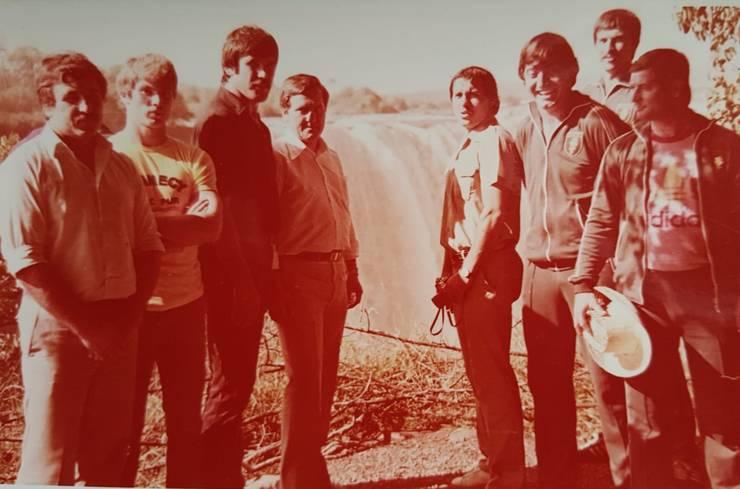 Zimbabwe- in vizita la Cascada Victoria (stânga- dreapta) Bucan, Lungu, Dumitru, un tovarăș de la amabasadă, Paraschiv, Murariu, Ștefan Constantin și Irimescu