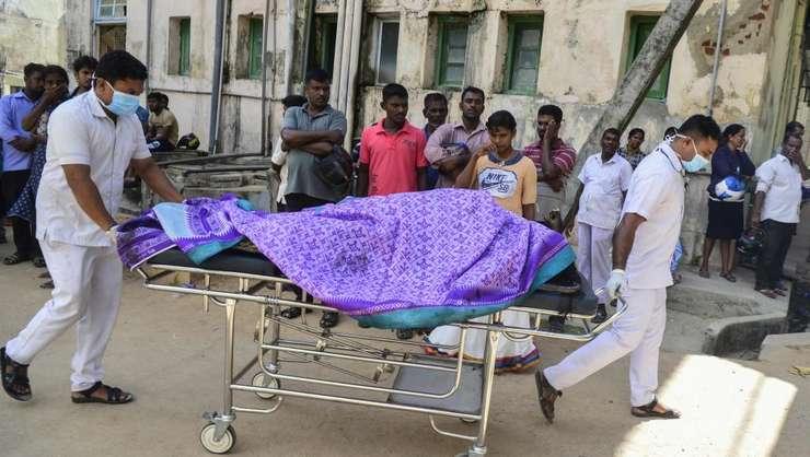 Cadavru adus la morga spitalului din Batticaloa, în estul insulei Sri Lanka, 21 aprilie 2019.