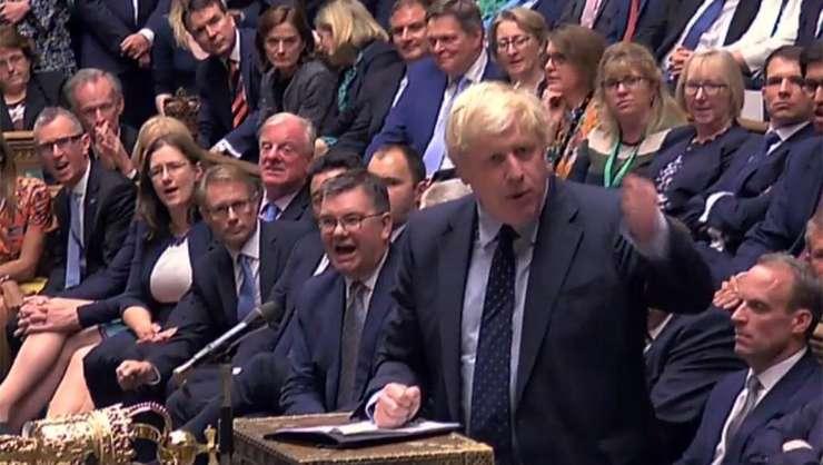"""Înfrîngere majoră pentru Boris Johnson în Parlmentul britanic, strategia sa a """"no deal""""-ului dezavuată"""