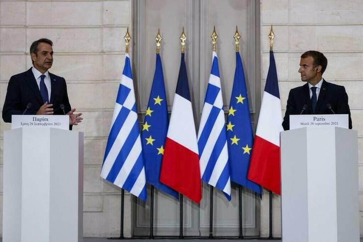 Primul ministru grec Kyriakos Mitsotakis și  președintele francez Emmanuel Macron, Palatul Elysée, 28 septembrie 2021